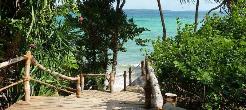 Walkway to the beach at Fundu Lagoon