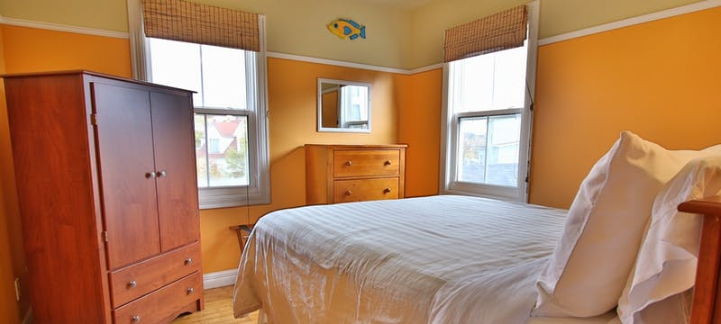 Guest bedroom at Artisan Inn, Trinity