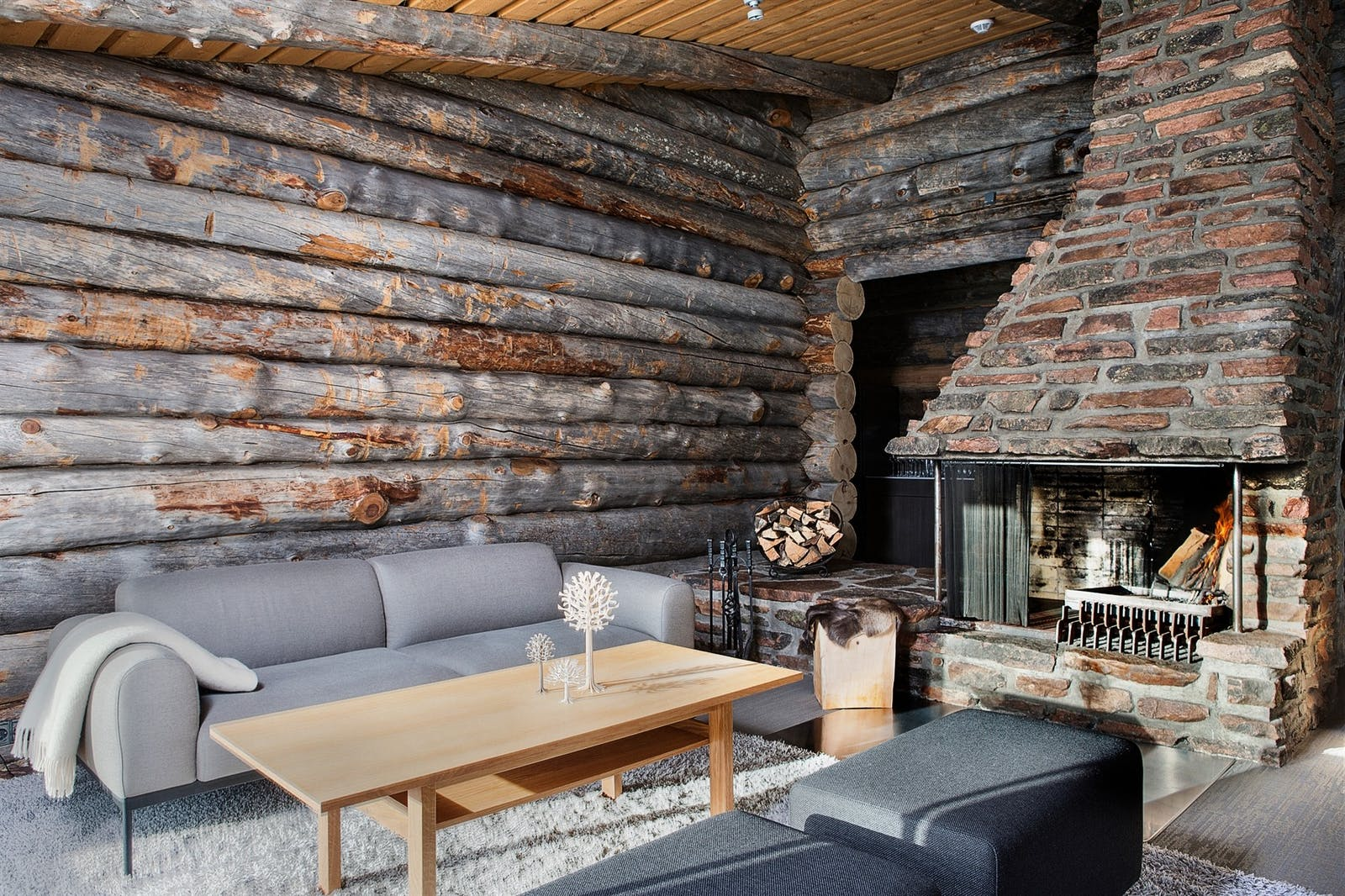 Lounge with log fire, Javri Lodge, Finland
