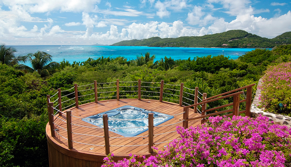 Jacuzzi Overlooking the Sea at Big Blue Ocean, Canouan