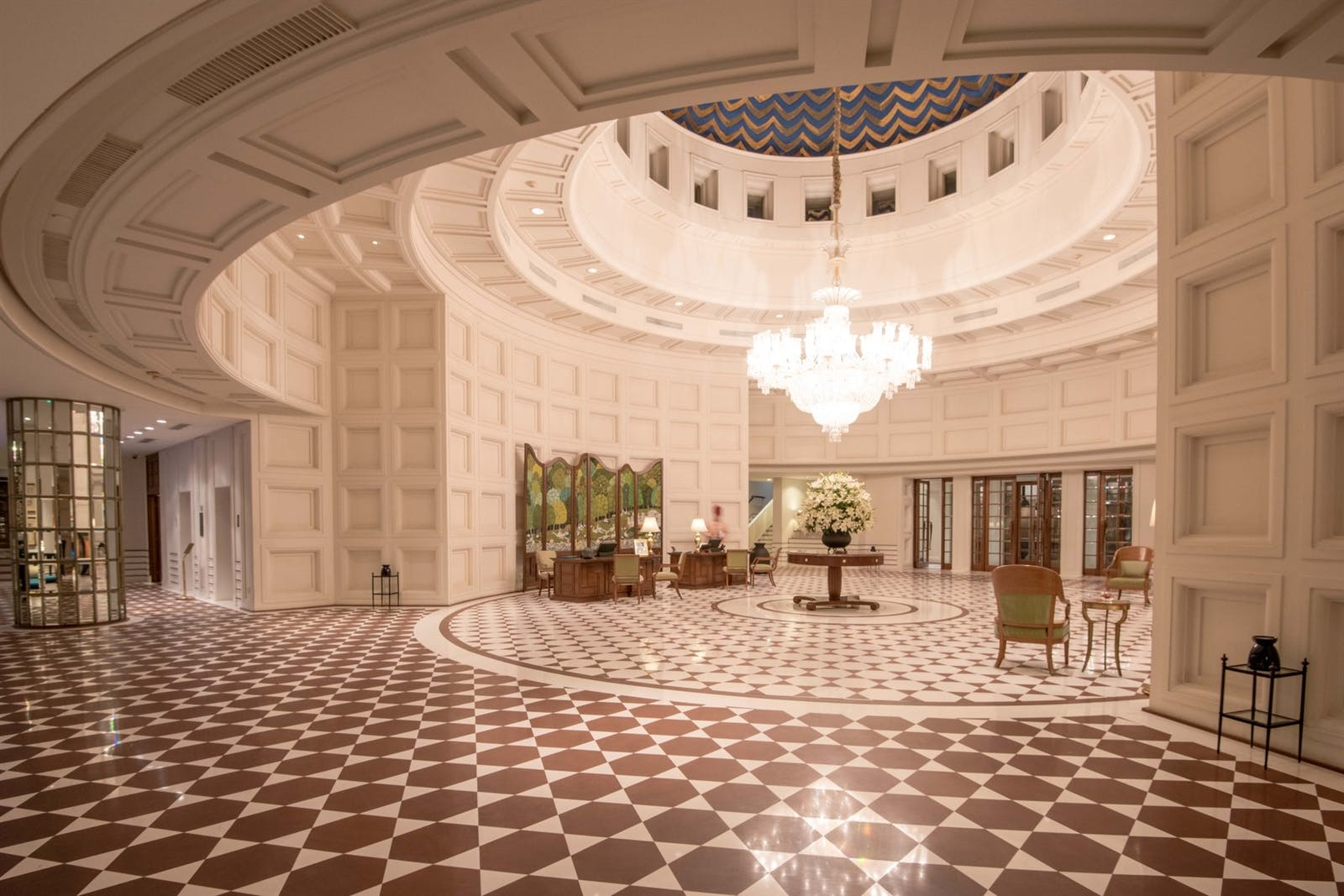 lobby at the oberoi amarvillas agra