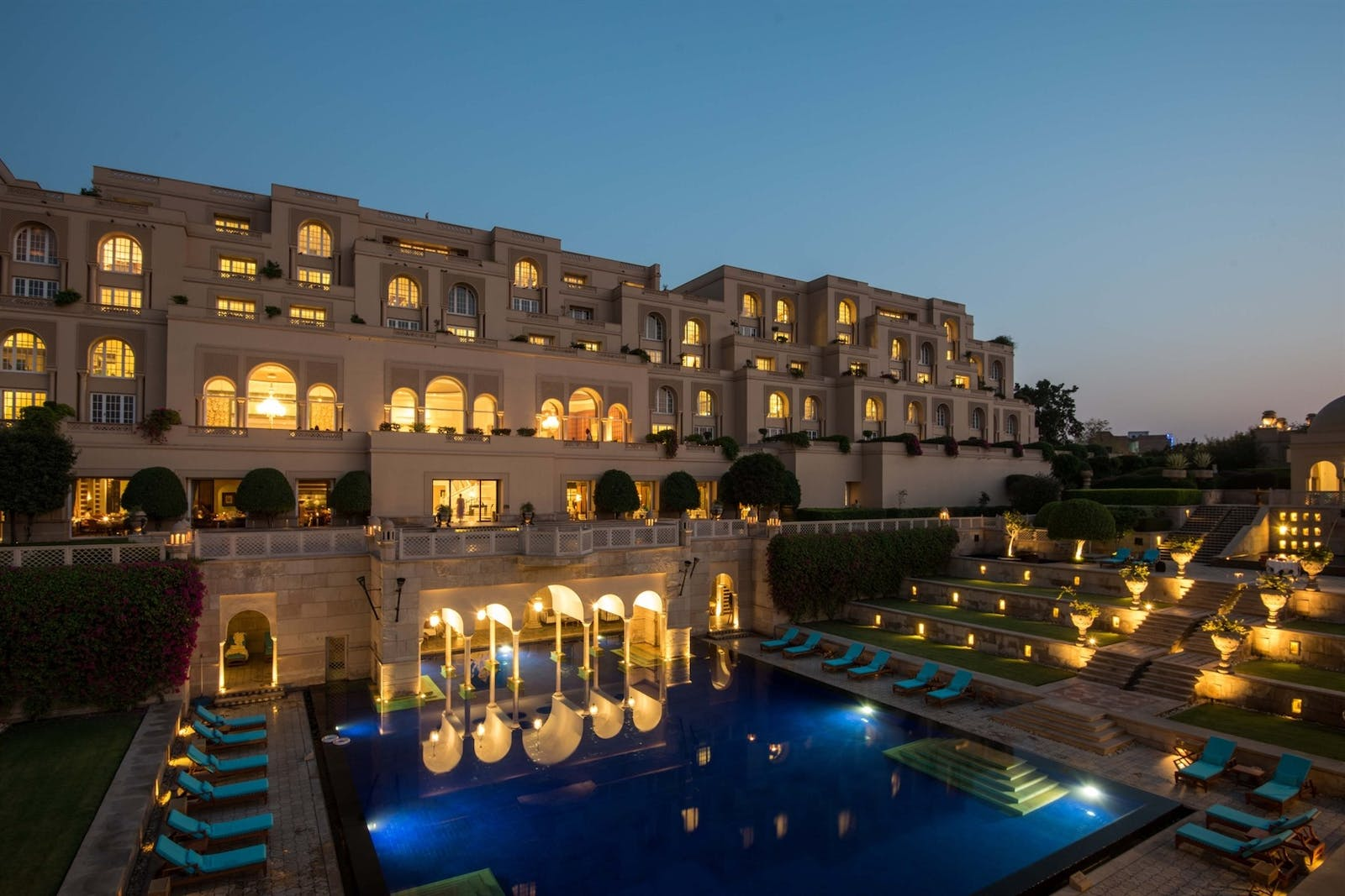 pool in the evening at the oberoi amarvillas agra