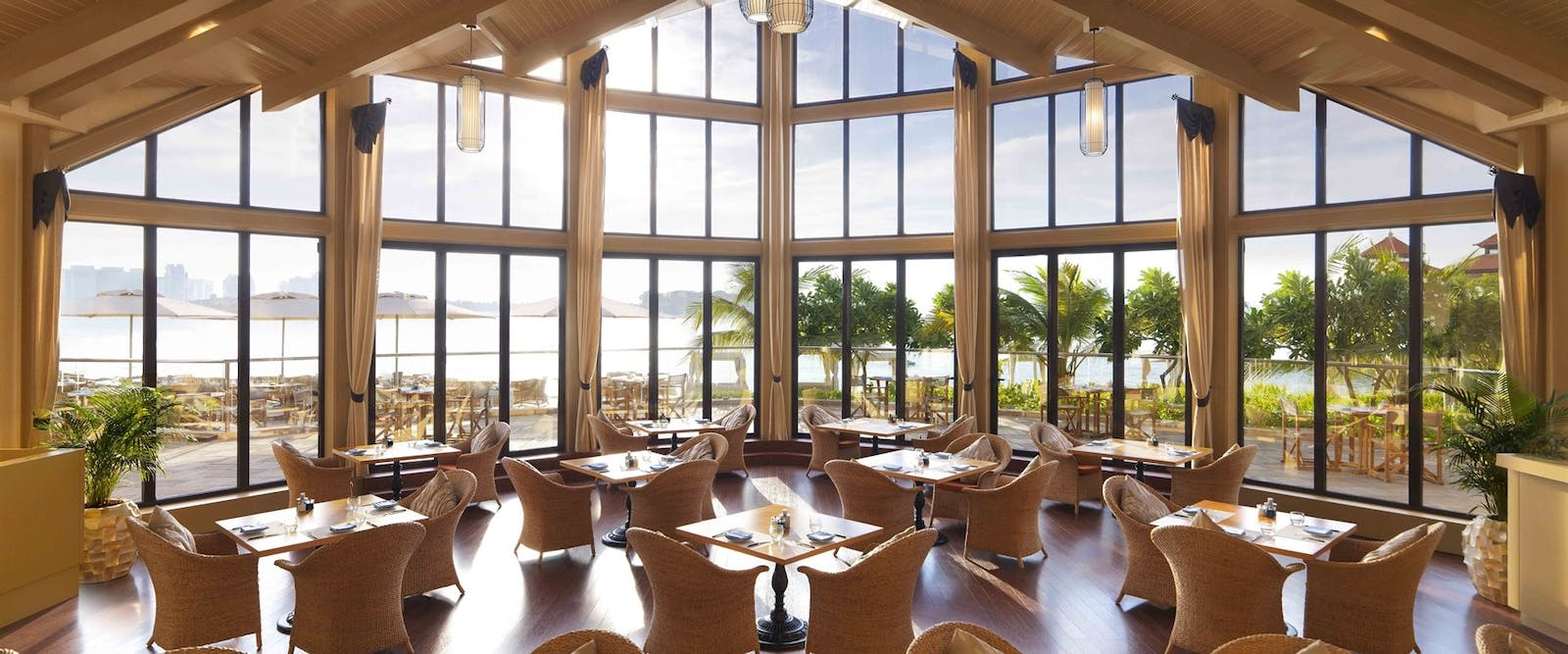 The Beach House Restaurant at Anantara Dubai The Palm Resort & Spa