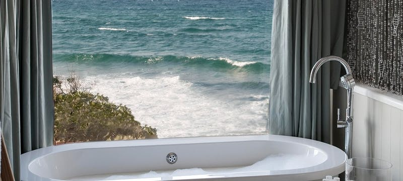 Bath tub at White Pearl Resort