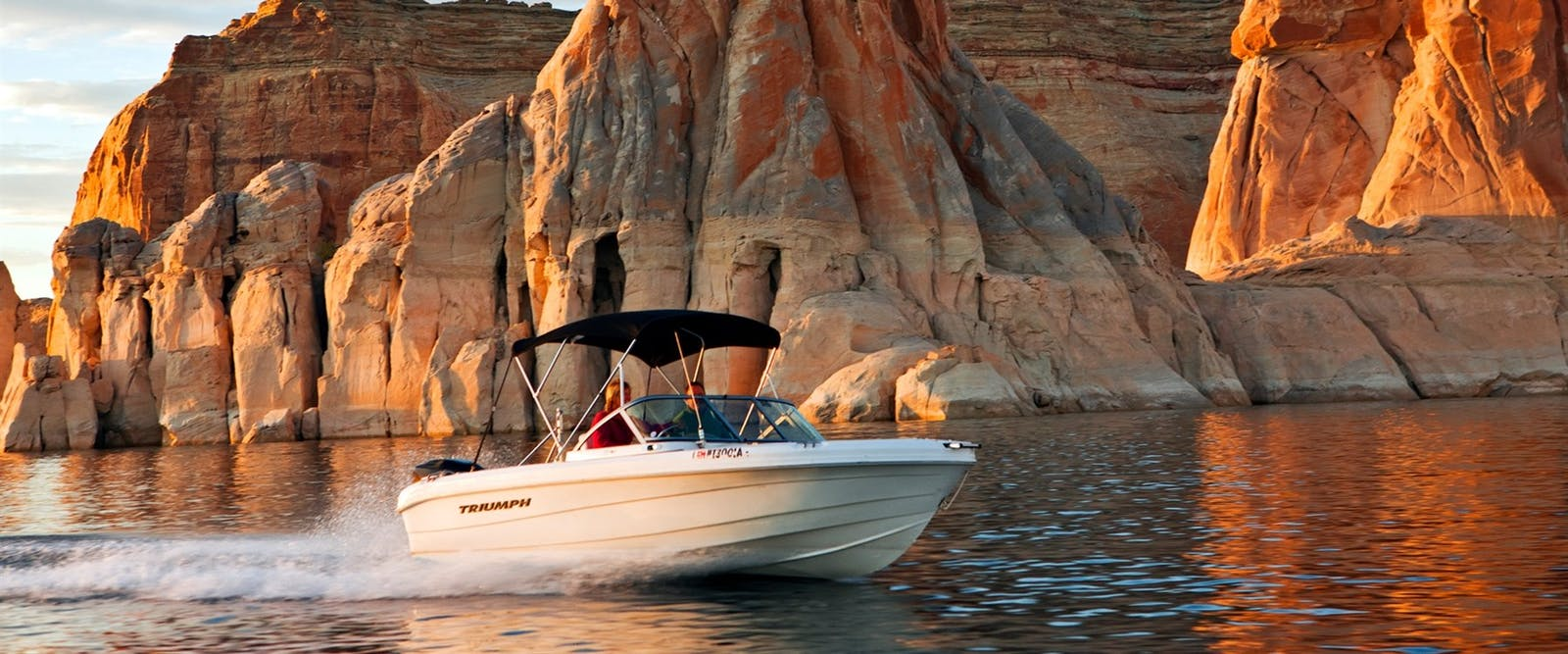 Boat activity at lake powell resort  marina
