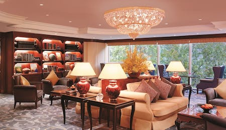 Business centre lounge at Island Shangri La, Hong Kong