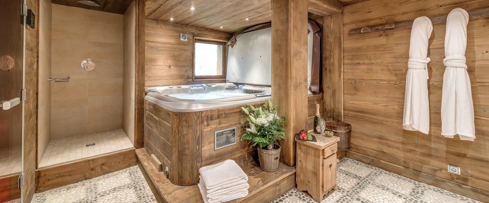 Hot tub at Chalet Chopine
