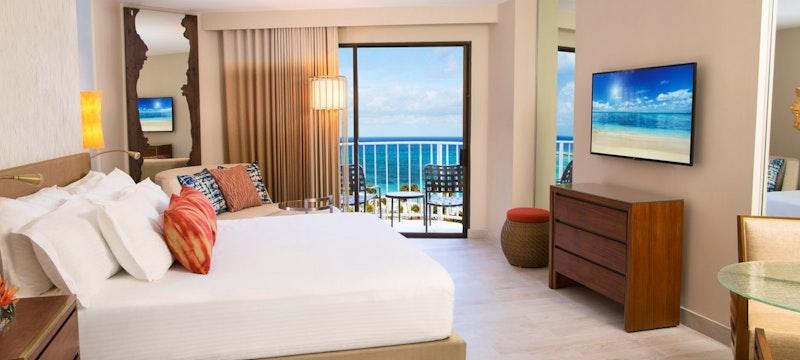 King bedroom within Coral Towers at Atlantis, Bahamas