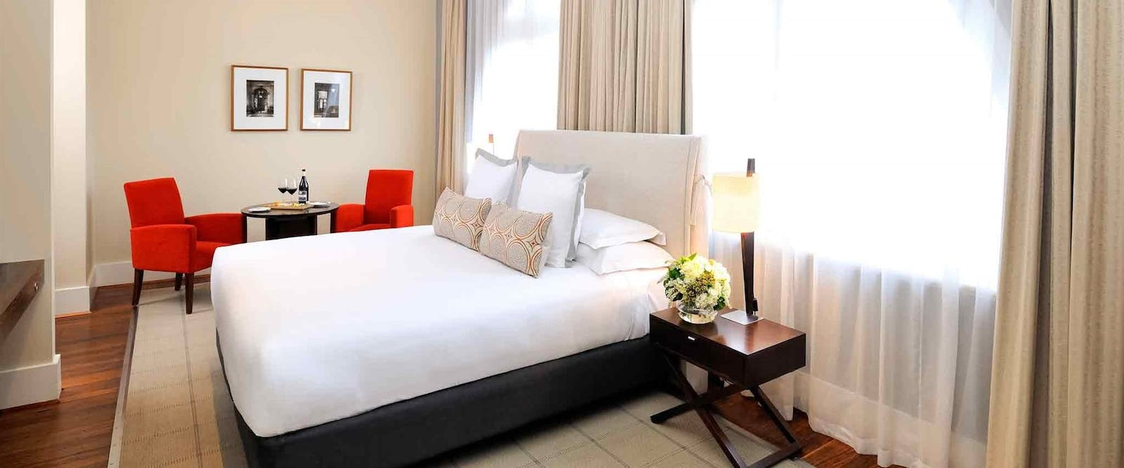 Deluxe room at Hotel Lindrum – McGallery by Sofitel