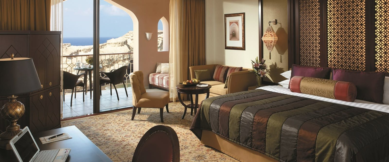 Deluxe room at Shangri-La's Al Husn Resort & Spa