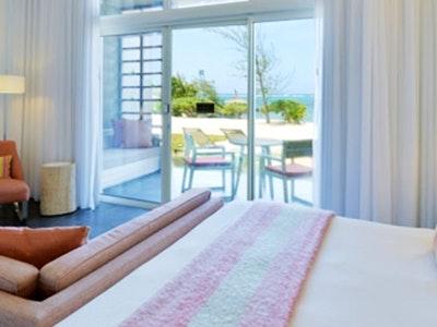 deluxe beach front suites