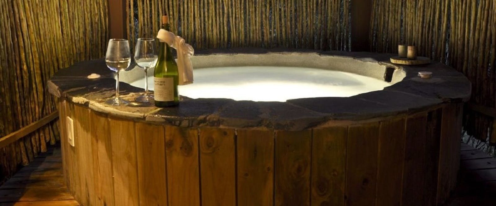 Whirlpool bath in ensuite, El Silencio Lodge, Costa Rica