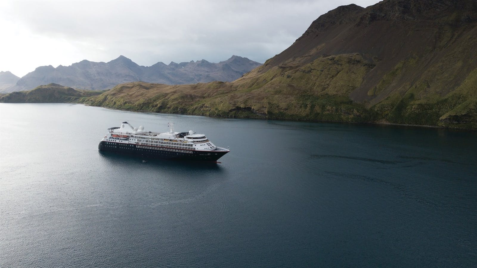 Aerial view of Silversea Silver Cloud