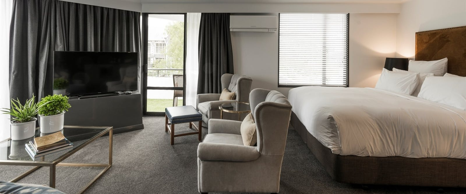 Family Suite Lounge and Bed at Hotel Montreal, Christchurch