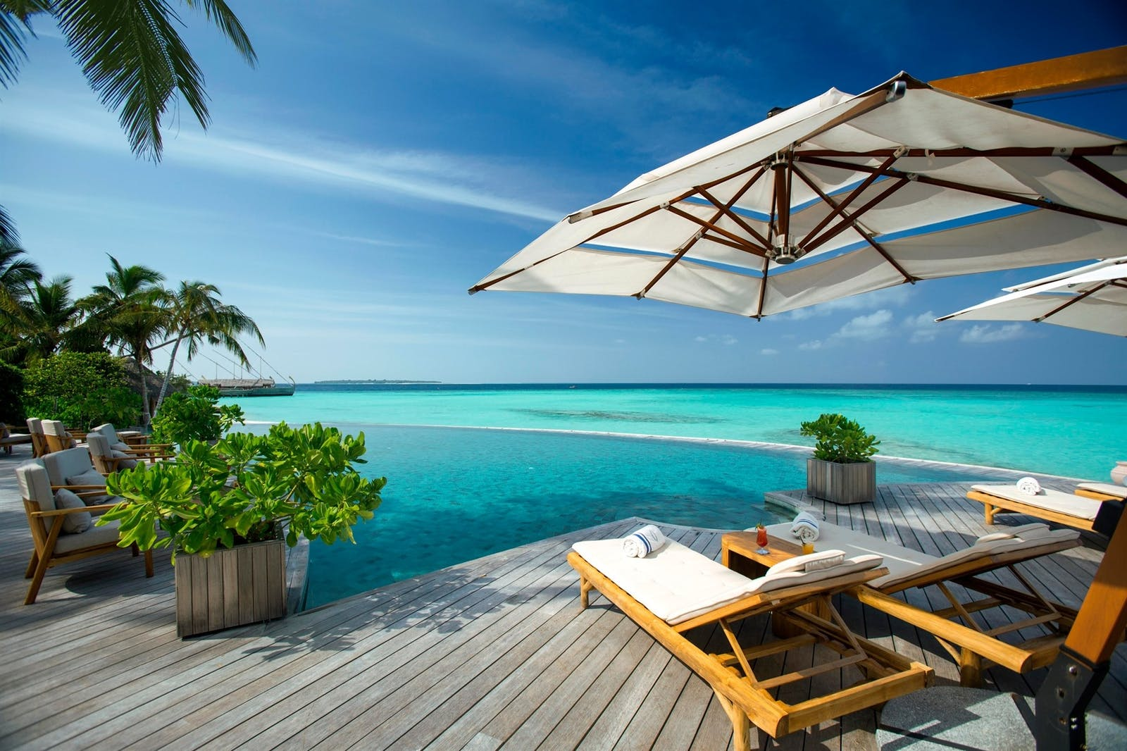 Compass Pool Bar exterior, Milaidhoo, Maldives
