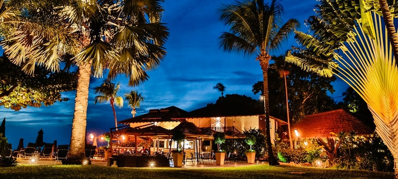 Enjoy an alfresco lunch or a cocktail as the sun goes down at Harold's Bar at The Sand Piper, Barbados