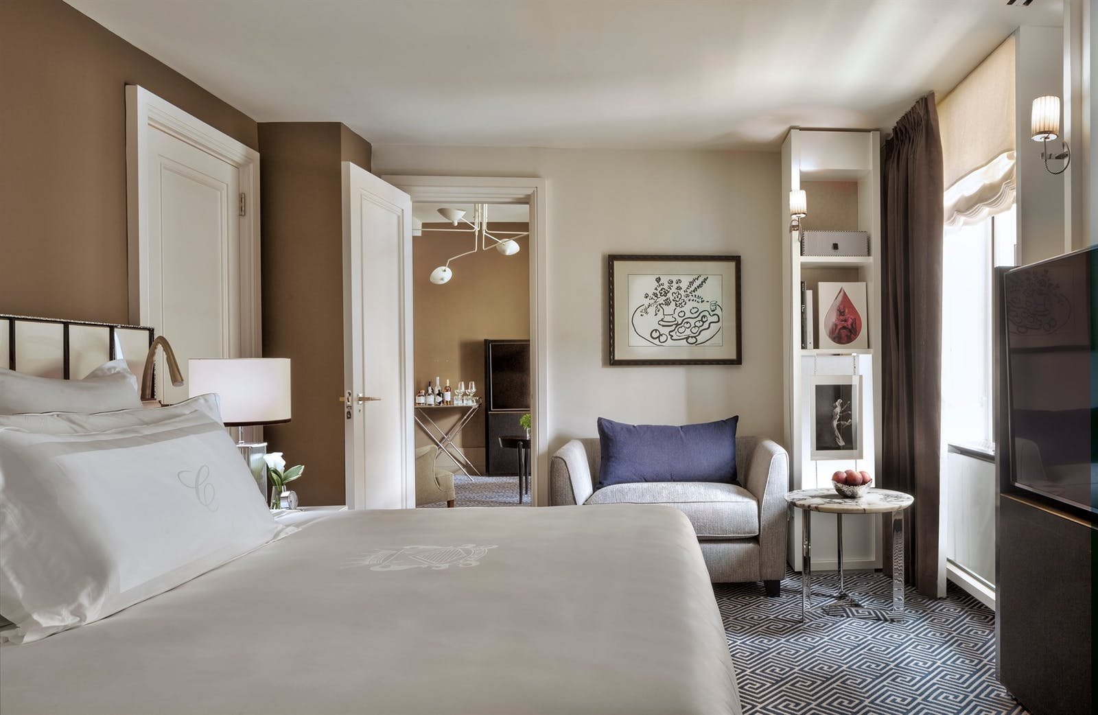 superior suite bedroom at the carlyle a rosewood hotel