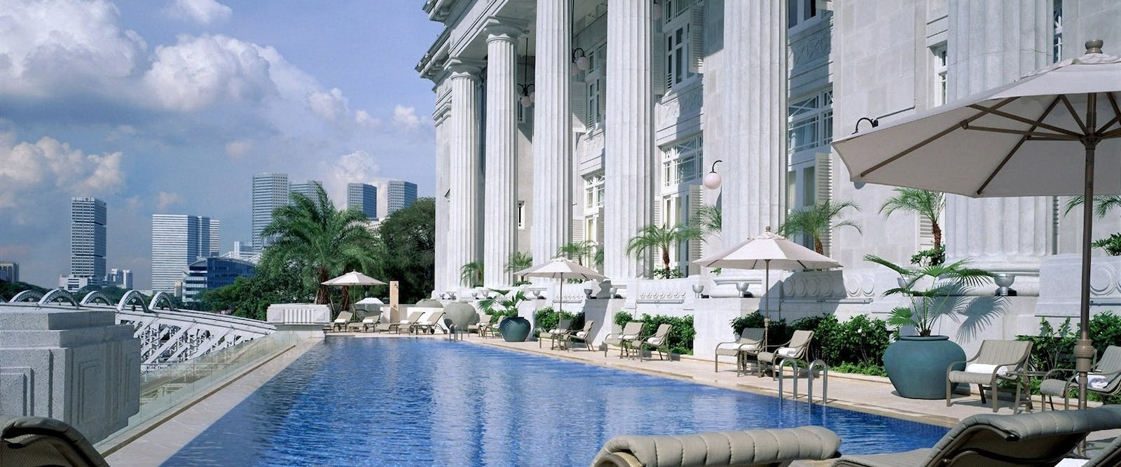 Infinity pool at The Fullerton Singapore