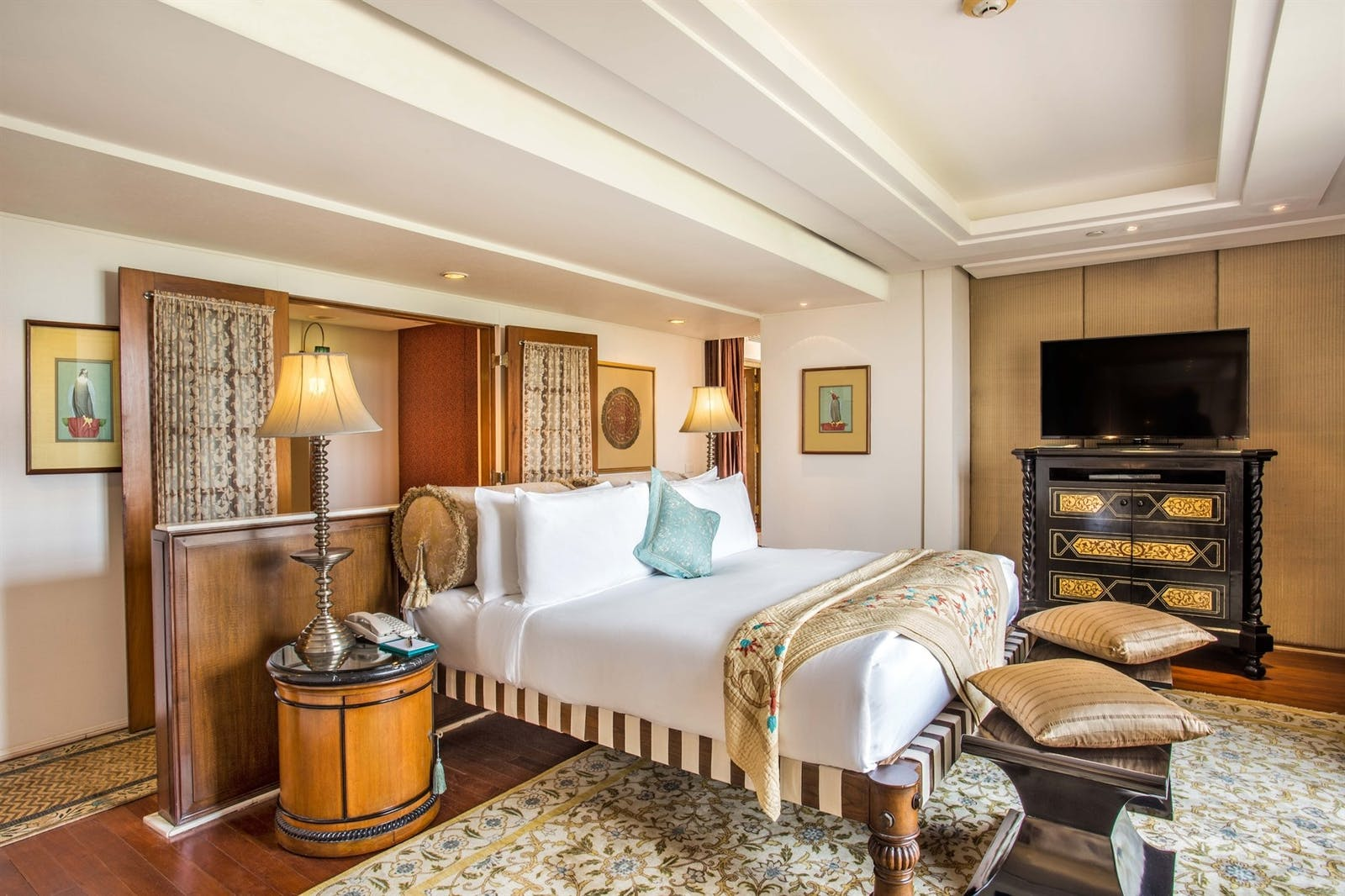 kohinoor suite bedroom at the oberoi amarvillas agra