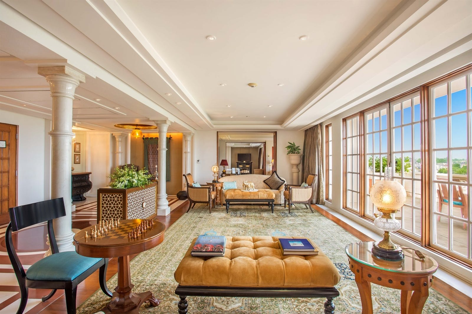 kohinoor suite living room at the oberoi amarvillas agra