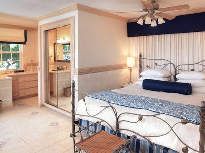 luxury ocean suite with private plunge pool