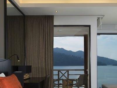luxury sea view rooms