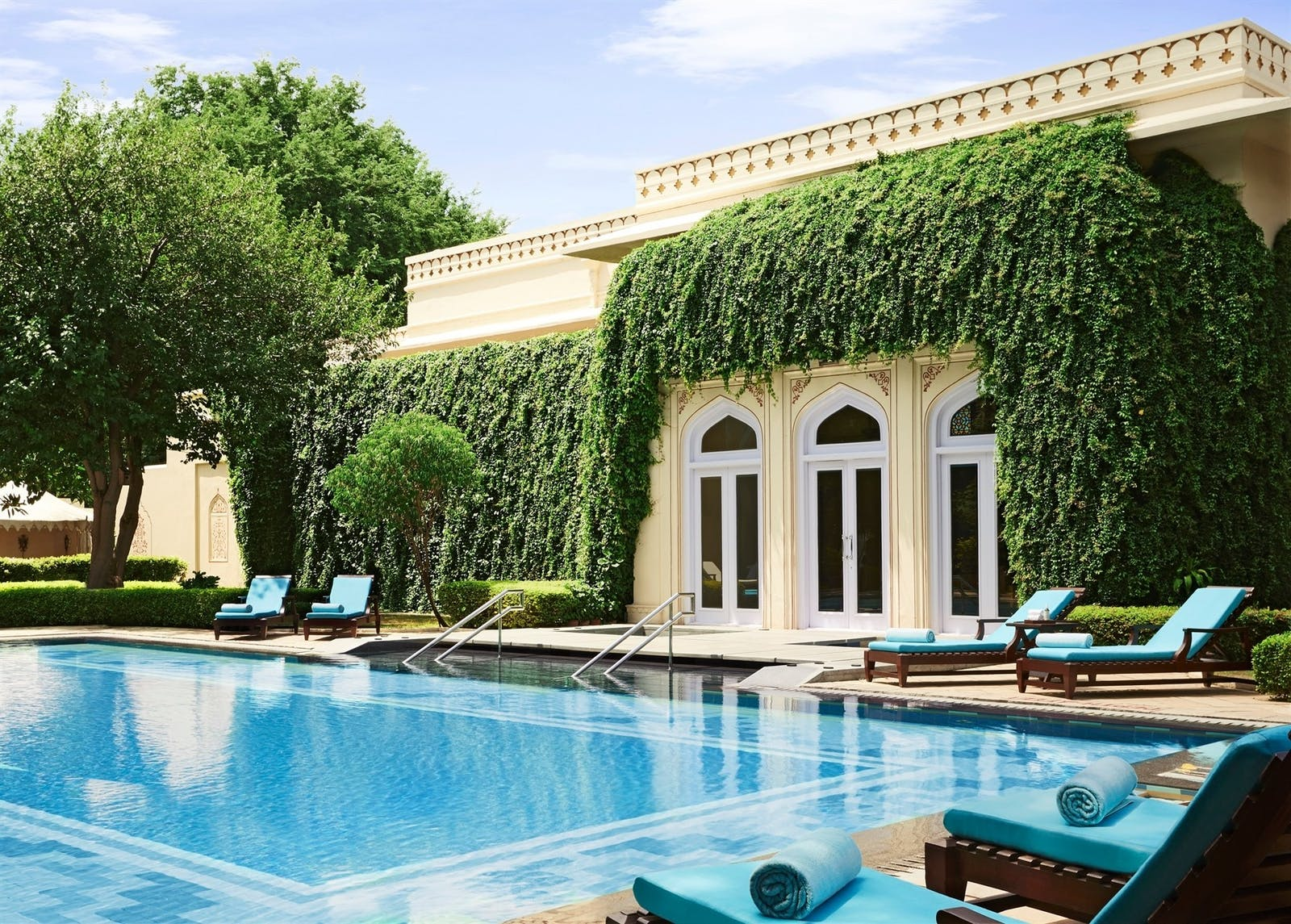 outdoor pool at rambagh palace jaipur