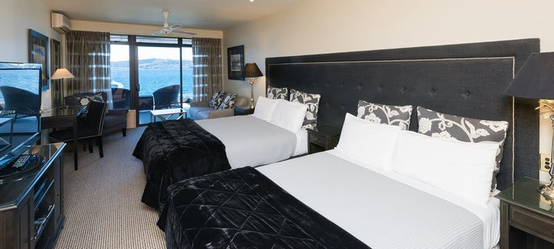 Guest bedroom at Millennium Hotel & Resort Manuels Taupo