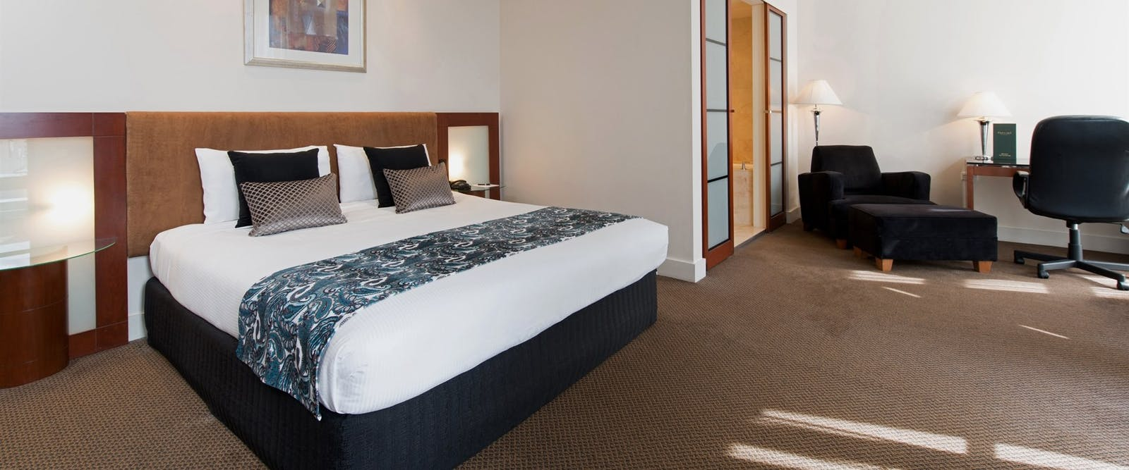 Deluxe hotel room, Peppers Waymouth Hotel, Adelaide