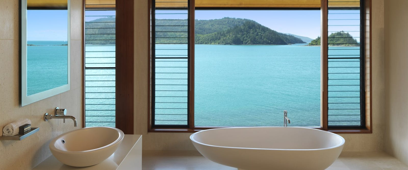 Bathroom overlooking the sea, qualia, hamilton island