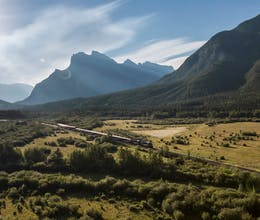 Glide through the majestic peaks and fertile farmlands of the Canadian Rockies on an unforgettable rail journey<place>Rocky Mountaineer - First Passage to the West at Leisure </place><fomo>126</fomo>