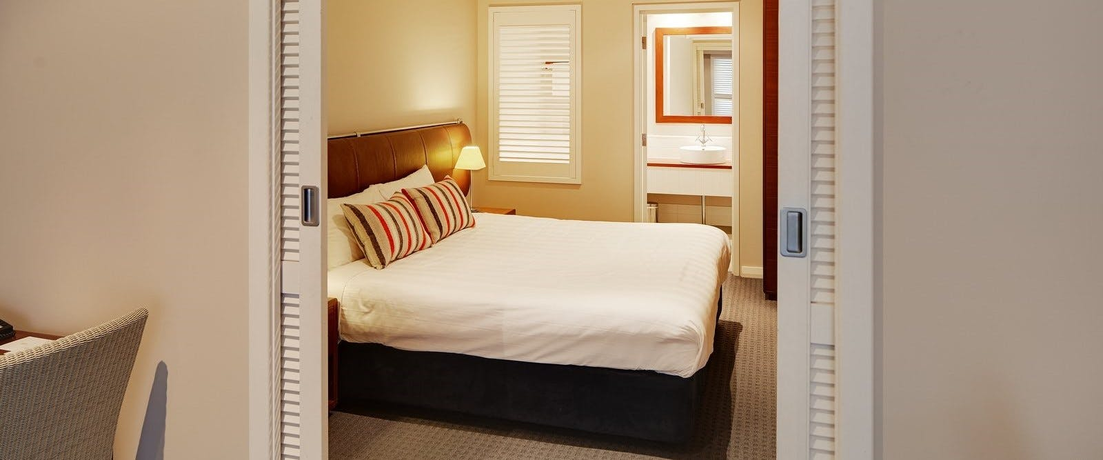 1 bed apartment king bed, Seashells Yallingup, Margaret River