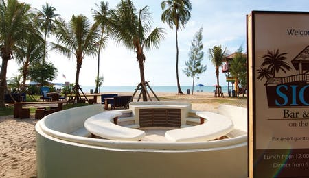 Outdoor BBQ seating at Golden Sands Resort by Shangri-La