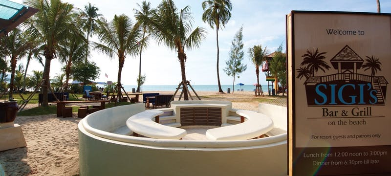 Outdoor BBQ seating at Golden Sands Resort by Shangri-La
