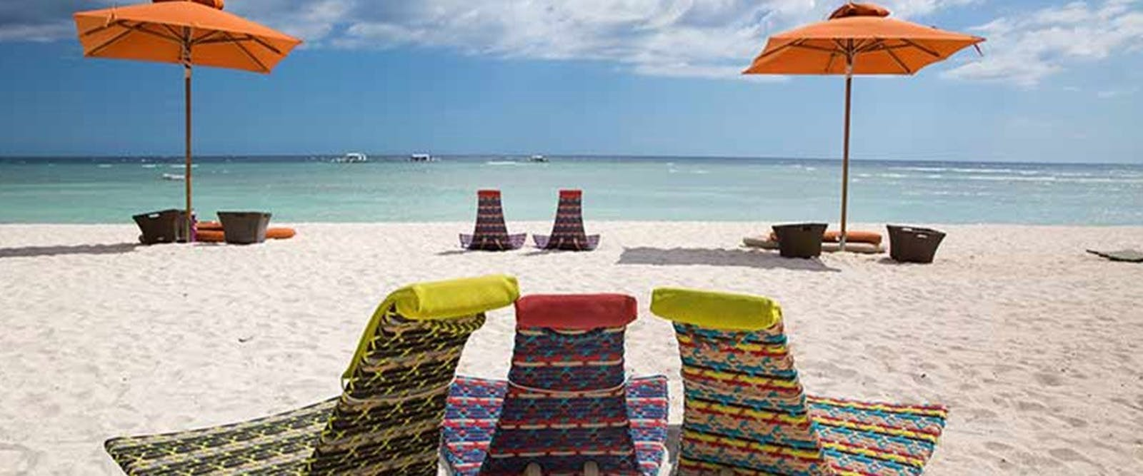 Relax on the beach at South Palms Resort, Bohol, Philippenes