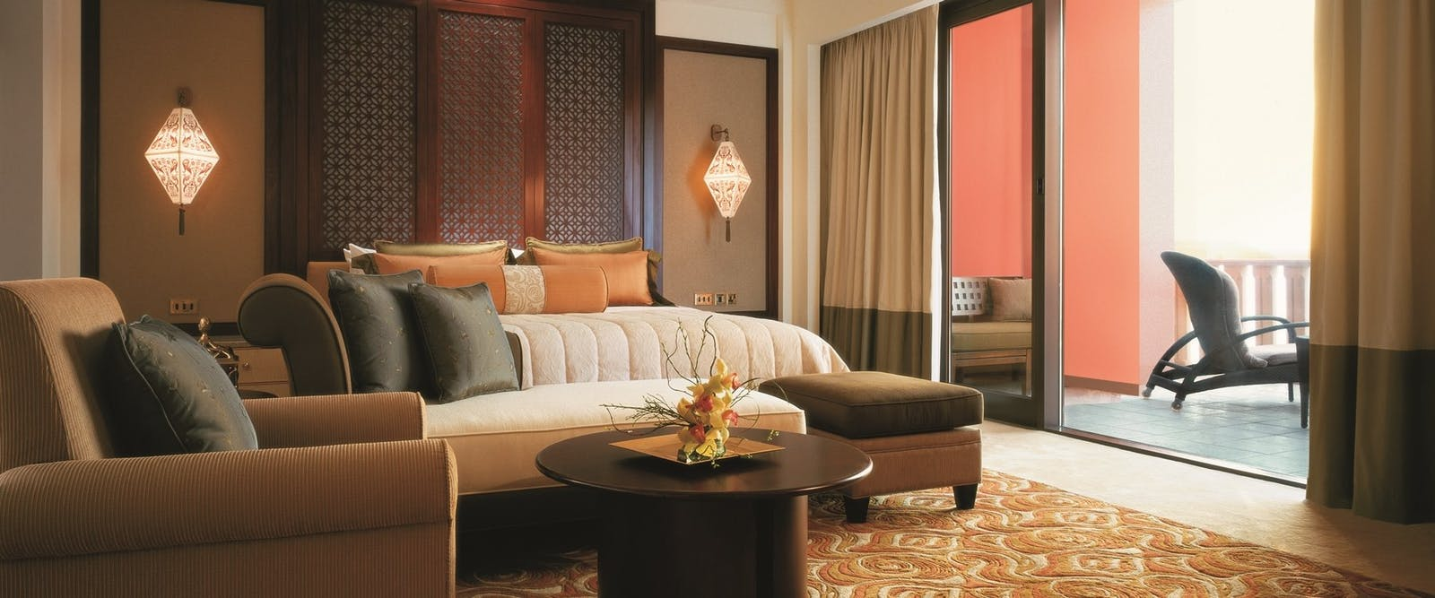 Specialty suite bedroom at Shangri-La's Al Husn Resort & Spa