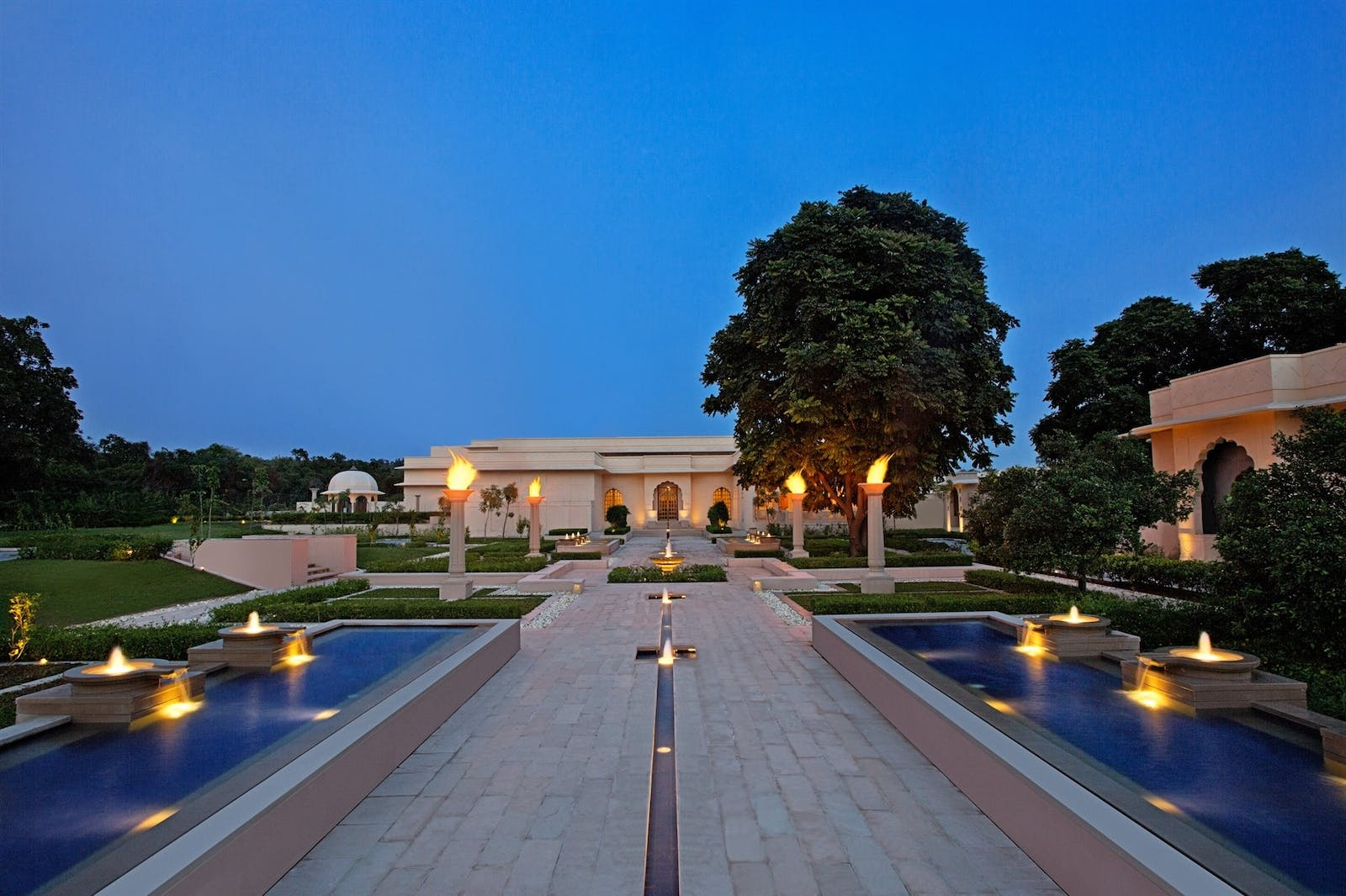 exterior at the oberio sukhvilas india
