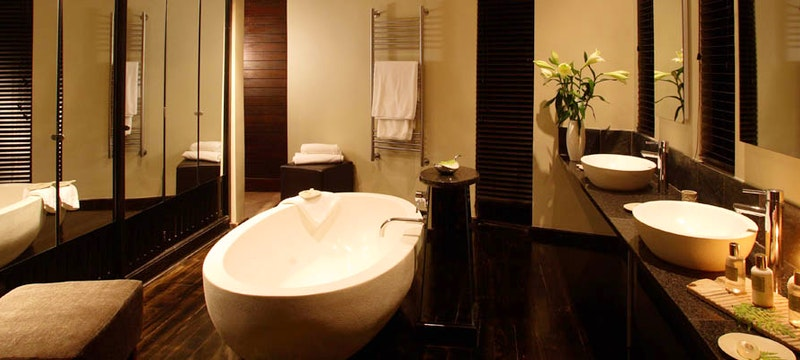 Villa Suite bathroom at Tsala Treetop Lodge, Plettenberg bay