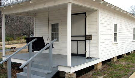 elvis presleys birth place