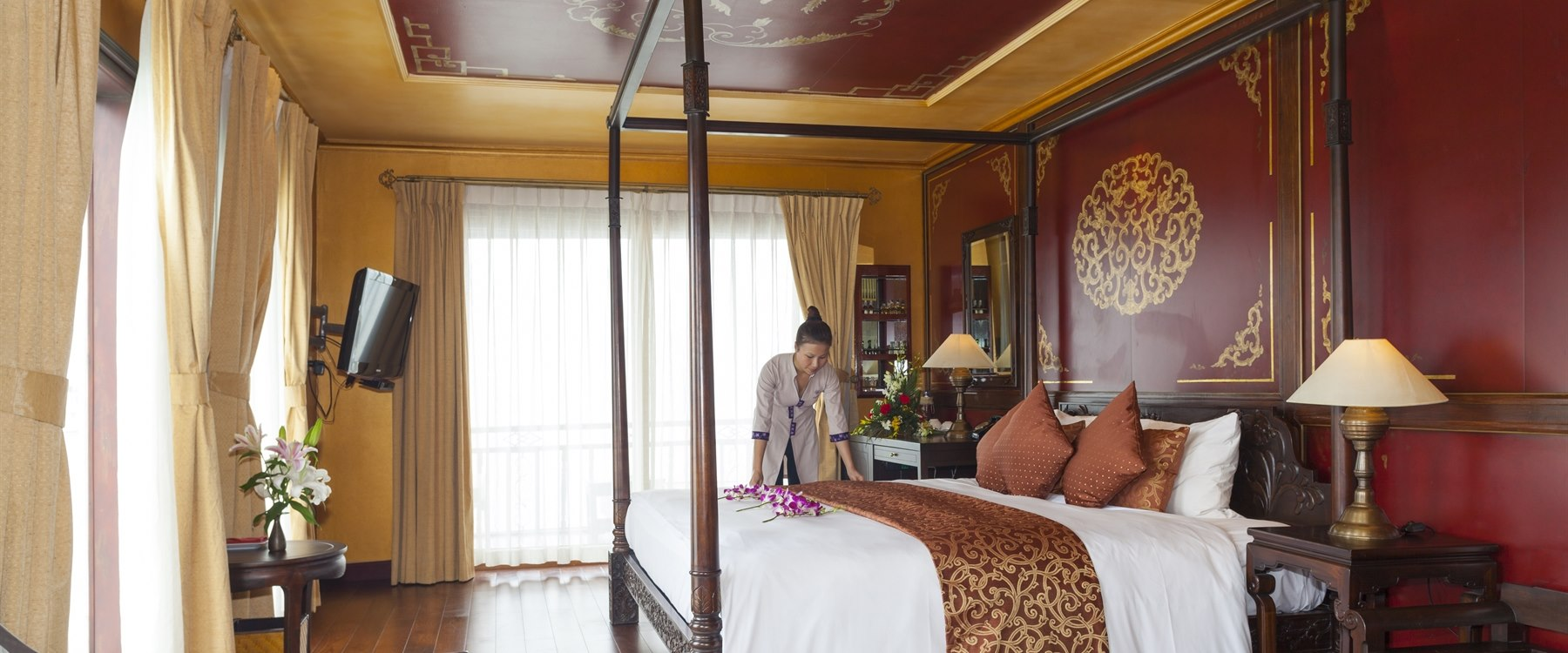 Violet dragon suite Heritage Line Halong Bay Cruises